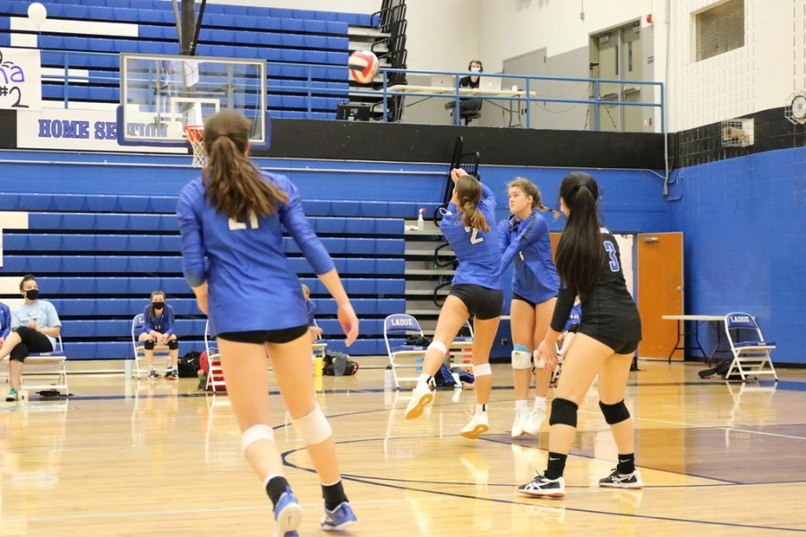 Ladue+Junior+Varsity+Volleyball+Team+competes+at+home.