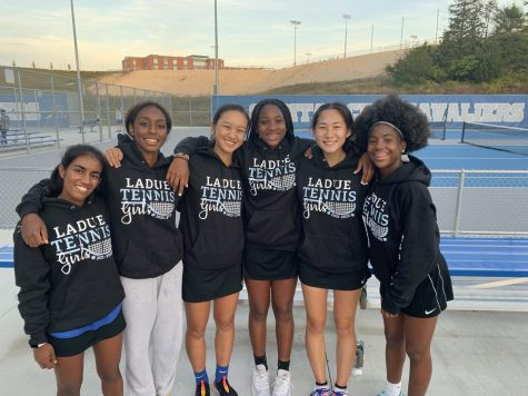 Tennis Team Qualifies For State